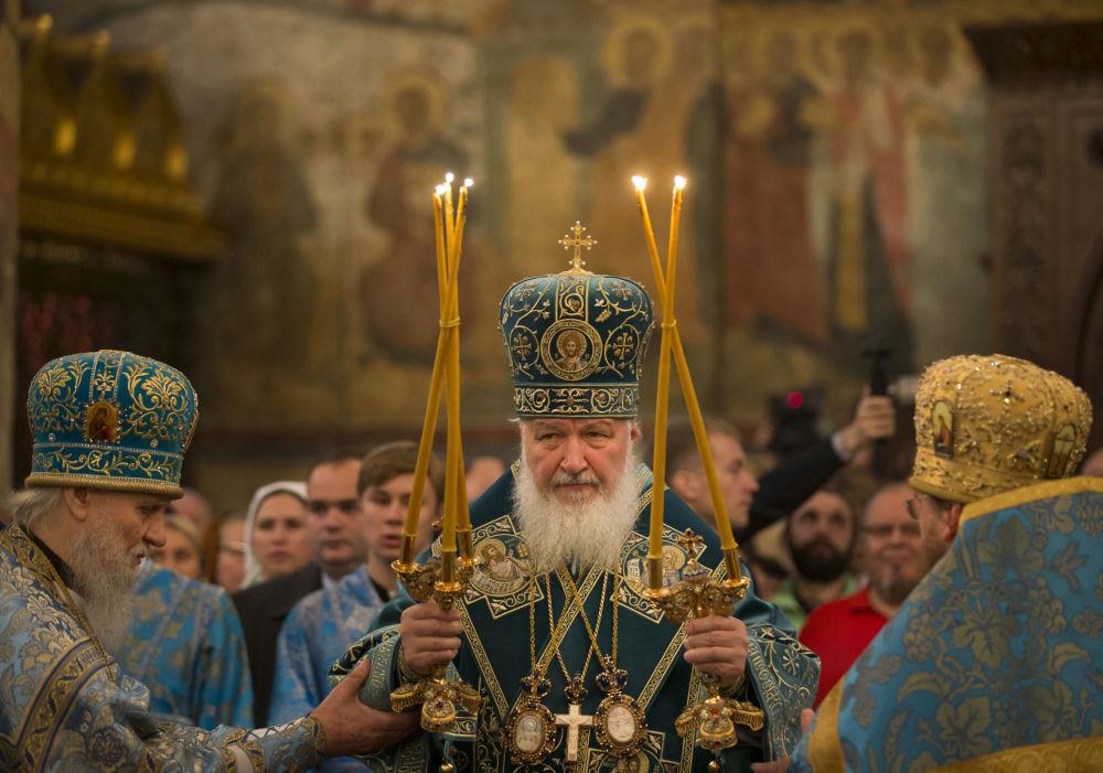 Il Patriarca Kirill durante la cerimonia nella cattedrale della Dormizione sulla piazza delle Cattedrali al Cremlino di Mosca alla Giornata dell'Unità nazionale, il 4 novembre.