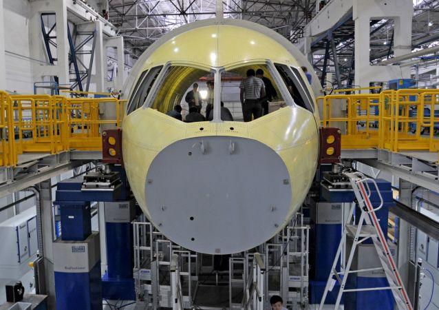 Assemblagio dell'aereo Irkut МS-21