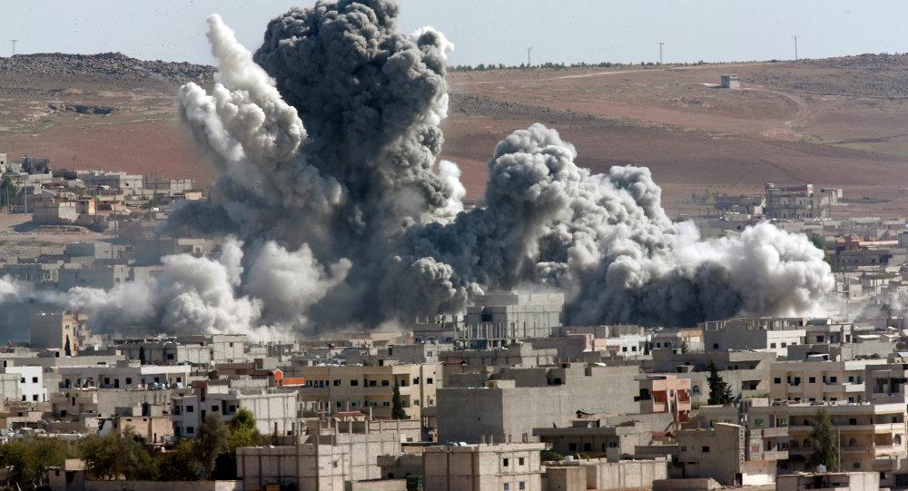La città siriana di Kobane bombardata dalla coalizione guidata dagli USA