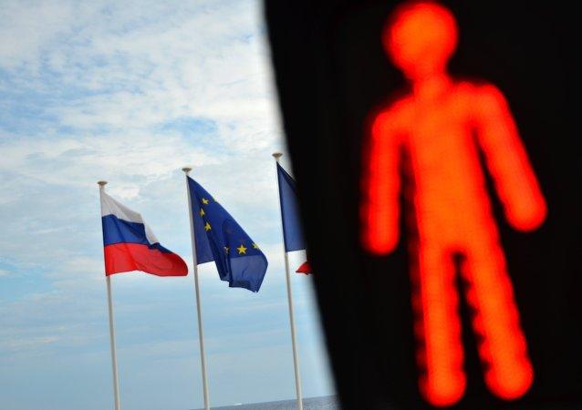 Bandiere di UE e Russia.