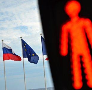 Bandiere dell'UE e della Russia.