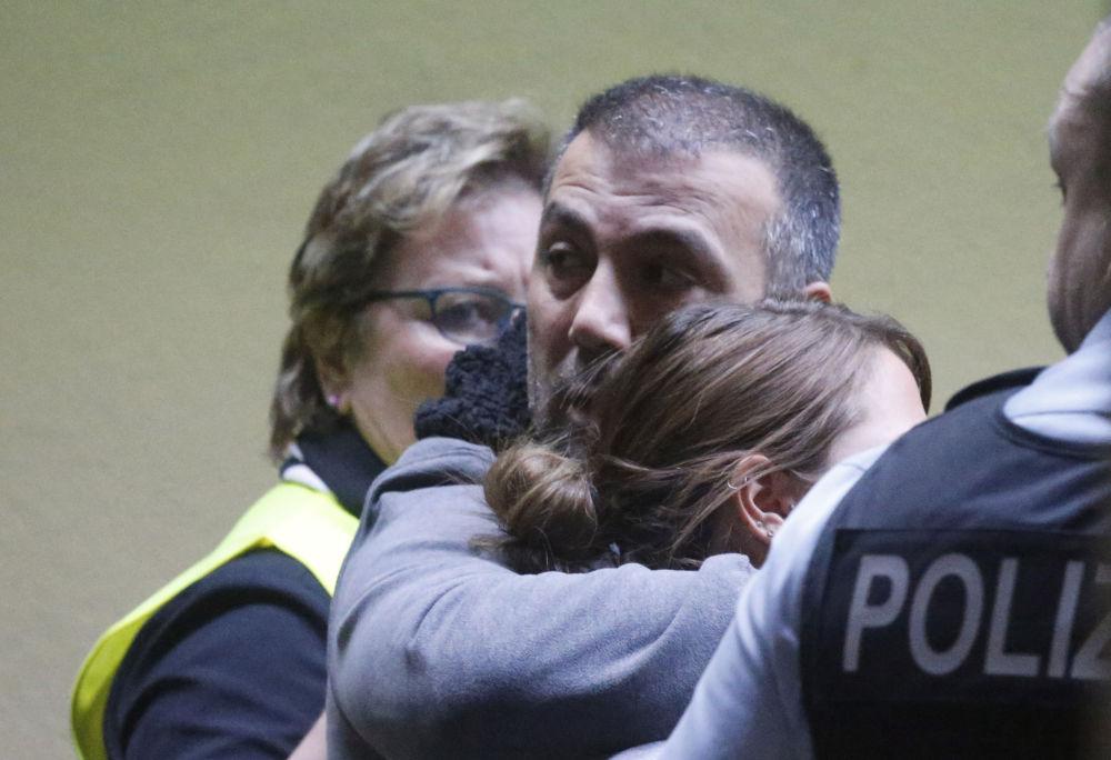 Parenti delle vittime all'aeroporto di Dusseldorf