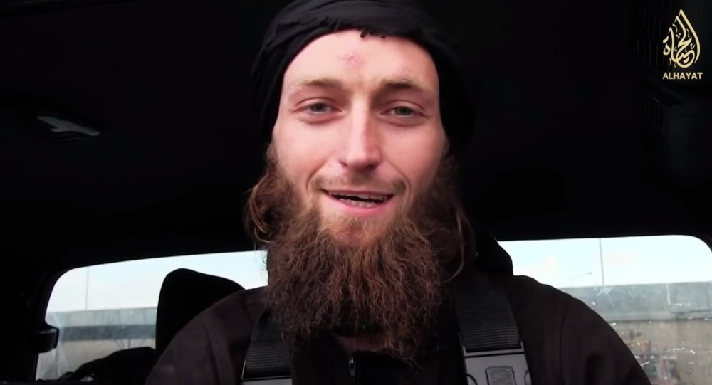 Un italiano e due cittadini albanesi sono accusati di avere creato una rete di reclutamento dei cosiddetti foreign fighters per ISIS