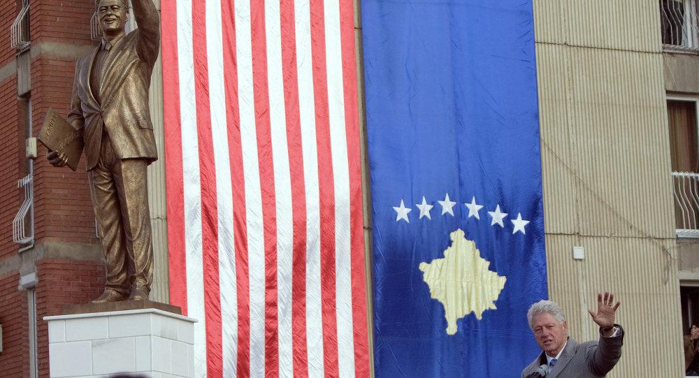Statua del presidente USA Bill Clinton a Pristina (Kosovo)
