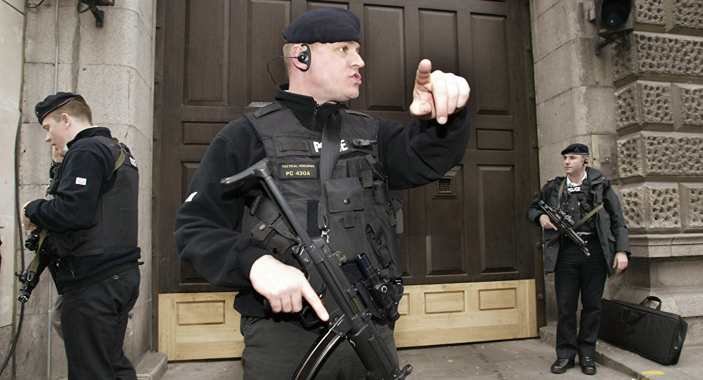 Un poliziotto del reparto antiterrorismo di Scotland Yard