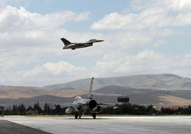 Aerei da caccia F16 della Turchia