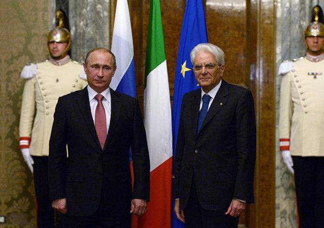 I presidenti di Russia e Italia, Putin e Mattarella.
