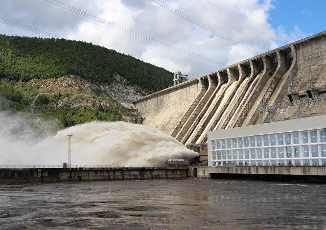 Сброс воды на Зейской ГЭС