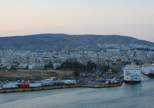 il porto di Pireo