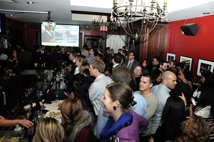 Festeggiamenti in un pub dopo la vittoria di Obama alla Casa Bianca nel 2008.