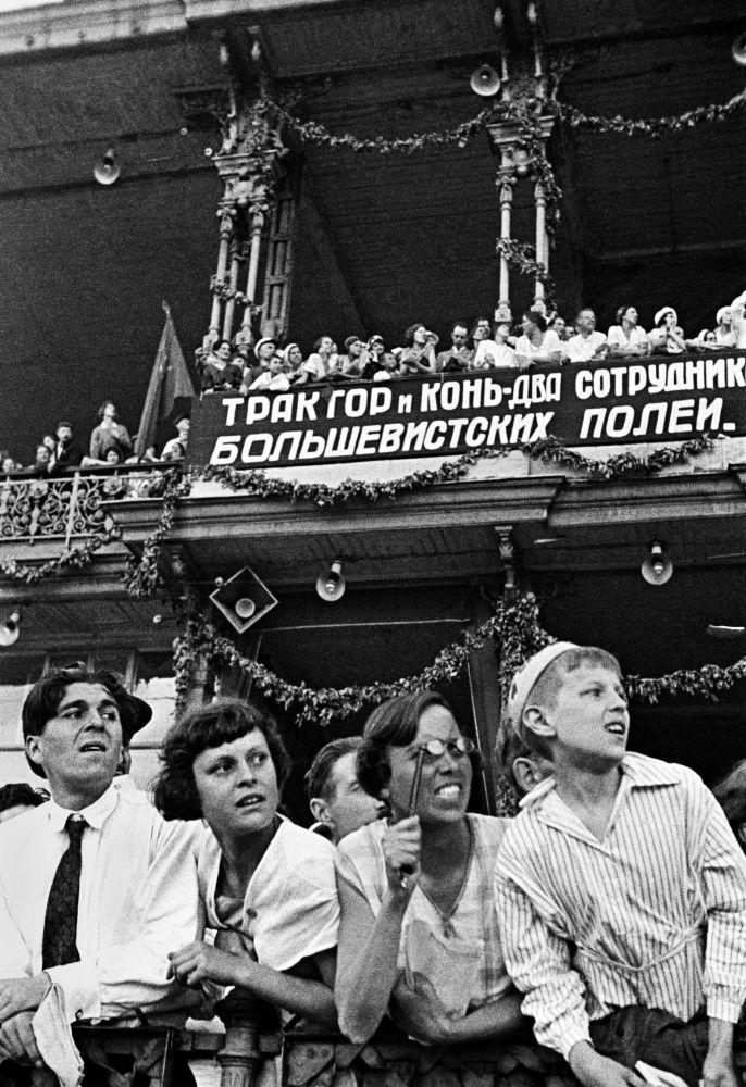 75 anni di giornalismo russo in foto