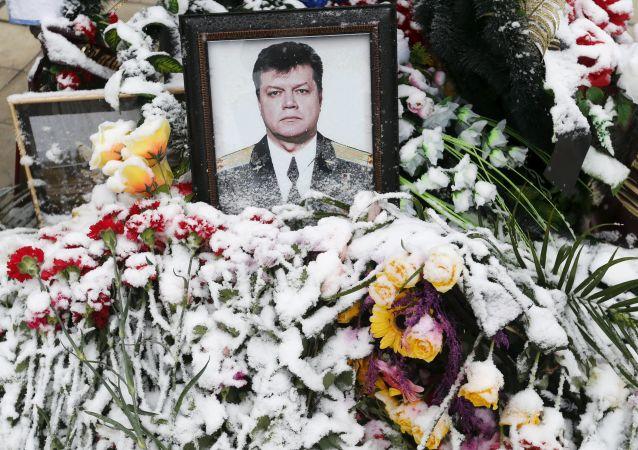 Ritratto del pilota russo Oleg Peshkov ucciso in Siria