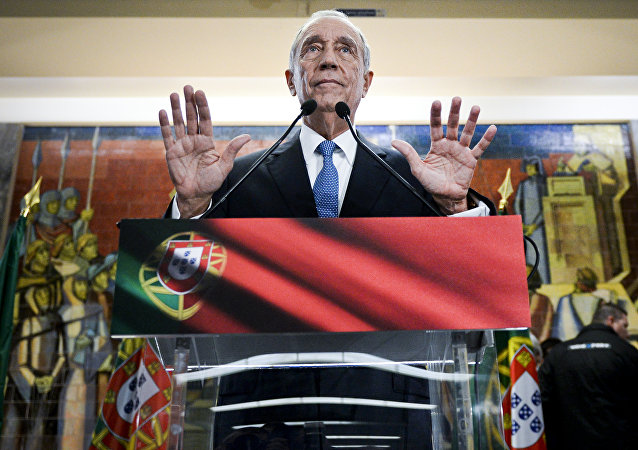 Marcelo Rebelo de Sousa gestures as he delivers a speech after winning the Portugal's Presidencial Election in Lisbon on January 24, 2016