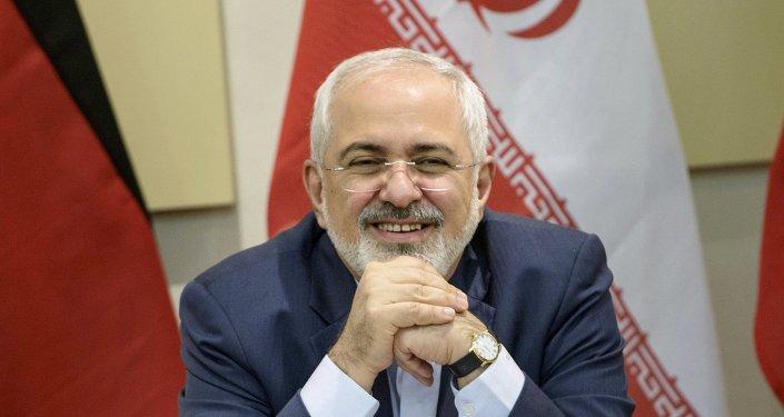 Il ministro degli Esteri iraniano Javad Zarif all`inizio delle trattative di G5+1 sembrava essere di buon umore