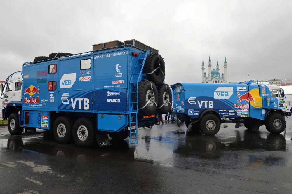 Camion della squadra russa KAMAZ-Master nel corso dello show sportivo Kazan City Racing.