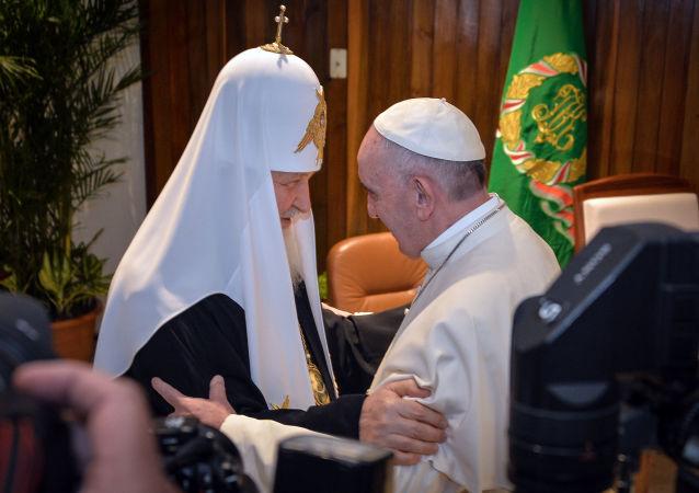 Patriarca Kirill e Papa Francesco (foto d'archivio)