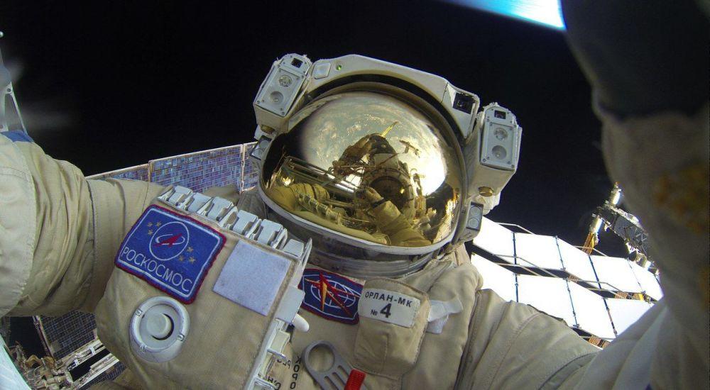 L'uscita nello spazio aperto degli cosmonauti russi.