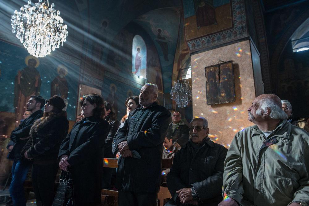 Una messa nella chiesa di San Iliano a Homs, Siria.