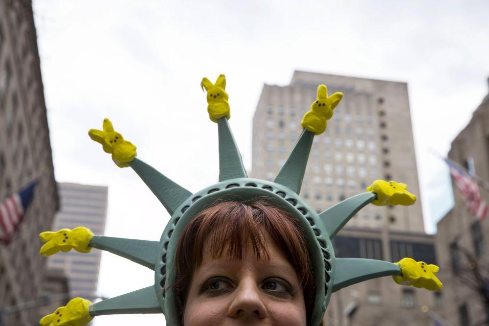 New York, partecipante alla sfilata di Pasqua del Bonnet Festival sulla 5th Avenue a New York.