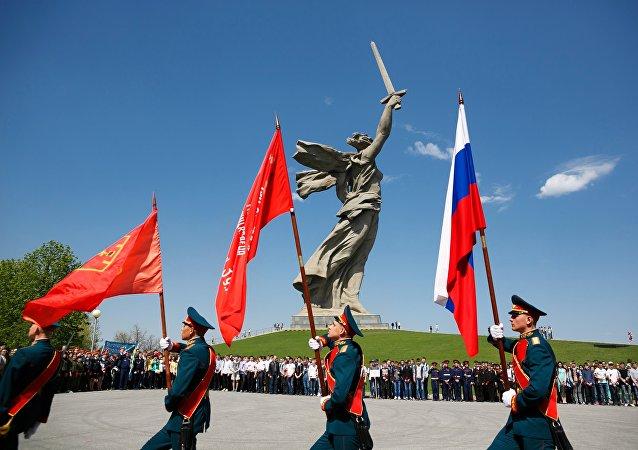 Il monumento alla Gloria Militare Mamaev Kurgan a Volgograd