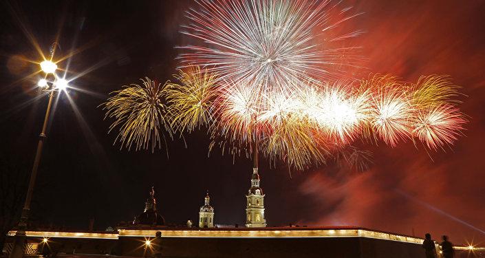 San Pietroburgo, fuochi d'artificio nella sera del 23 febbraio
