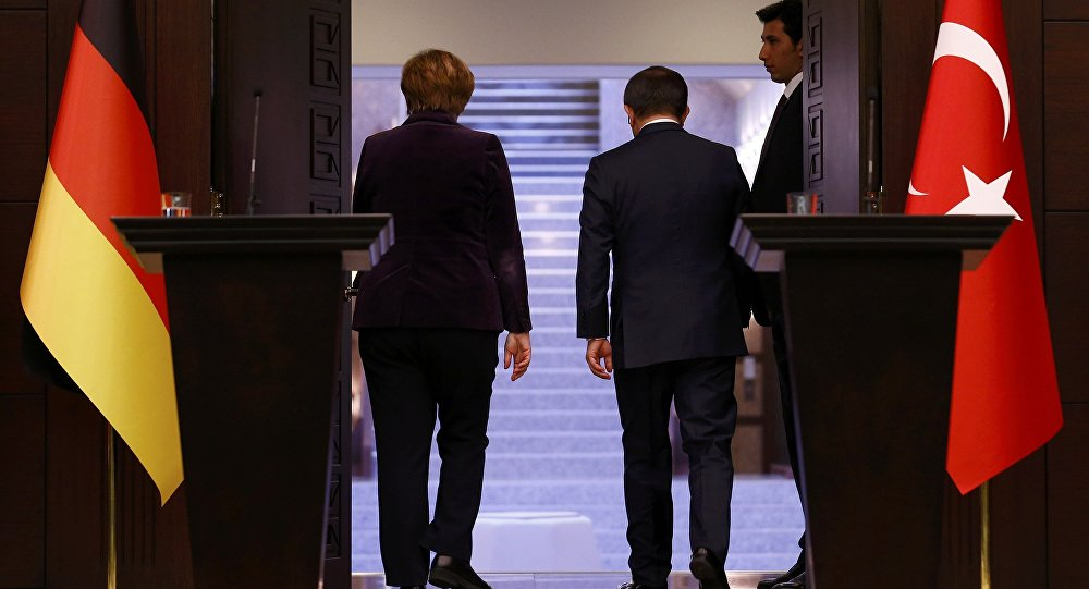 Angela Merkel e Ahmet Davutoglu