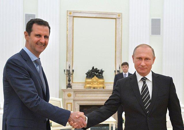 Bashar Assad e Vladimir Putin al Cremlino (foto d'archivio)