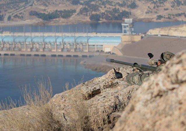 Un militare a Kobane, Siria