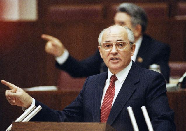 Mikhail Gorbaciov interviene al Soviet Supremo dell'URSS (foto d'archivio)