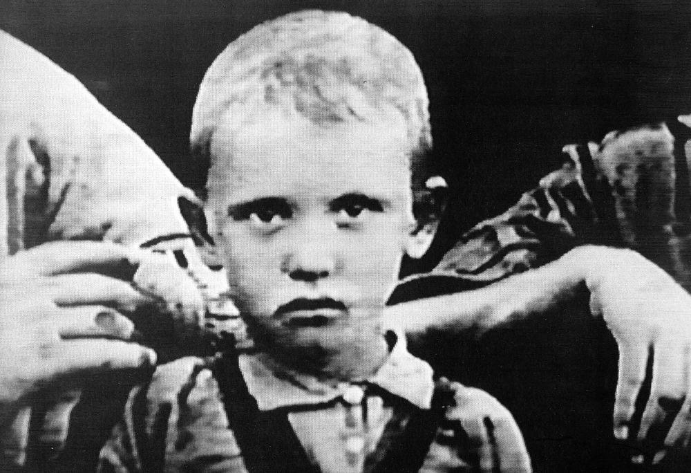 La foto del giovane Mikhail Gorbaciov