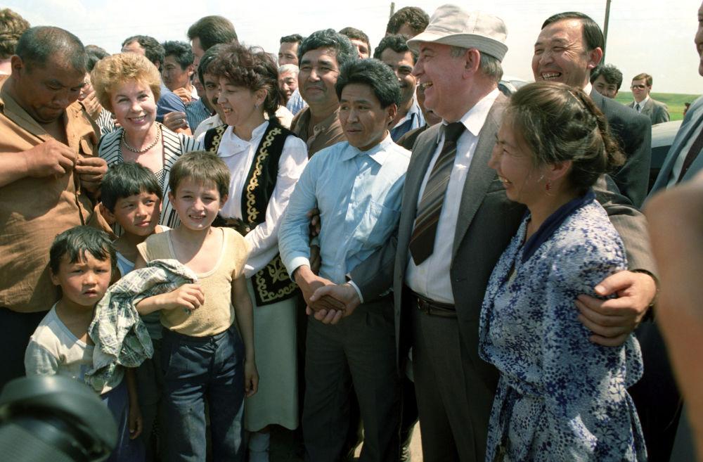 La visita del presidente dell'URSS Mikhail Gorbaciov in Kazakistan nel 1991.