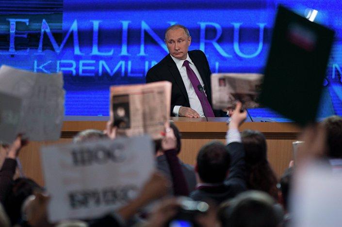 Una scena della conferenza stampa di fine anno del presidente Putin