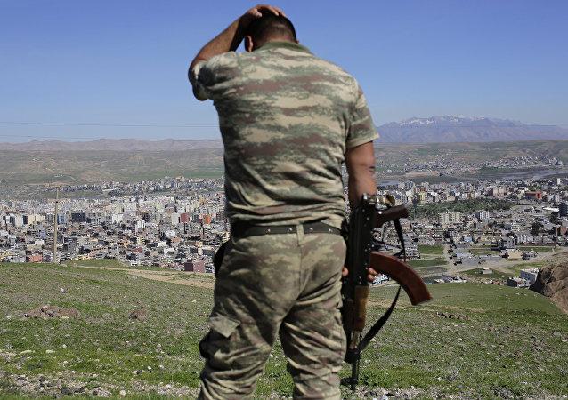 Soldato turco al confine con la Siria (foto d'archivio)