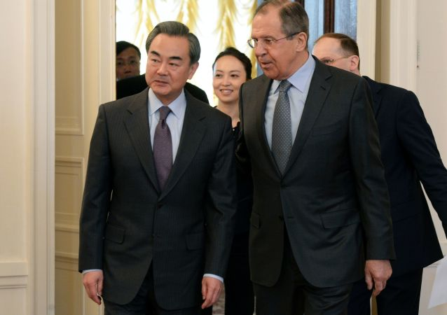 Wang Yi e Sergey Lavrov a Mosca