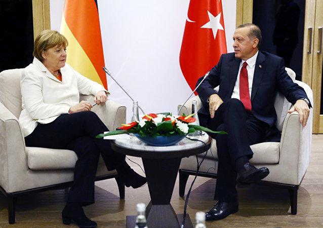 Merkel e Erdogan (foto d'archivio)