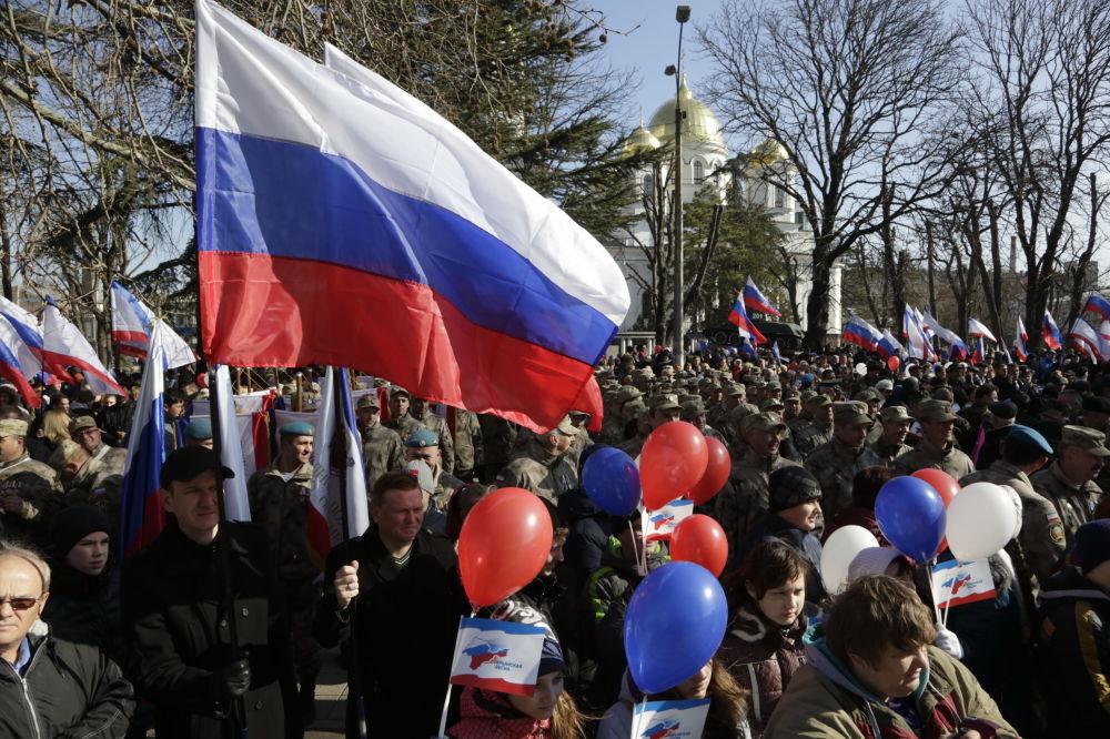Due anni di Russia, la Crimea festeggia in piazza