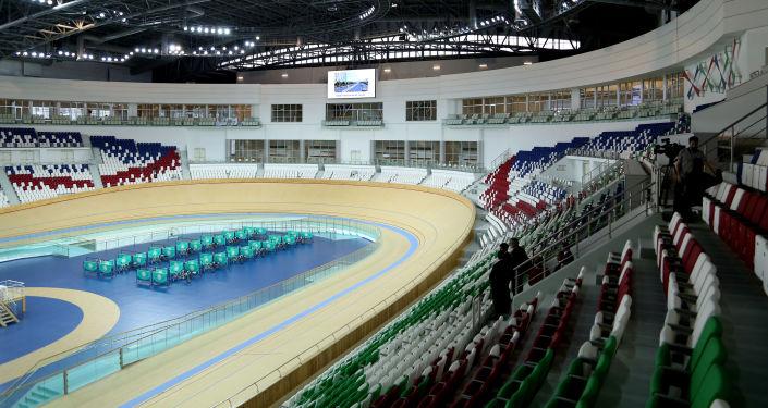 Il nuovissimo Velodromo di Ashgabat, le cui tribune possono accogliere fino a 8000 persone e lo rendono il più grande al mondo
