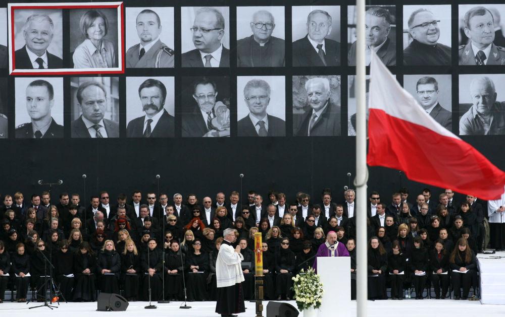 Varsavia, i funerali delle 96 vittime della strage di Smolensk.
