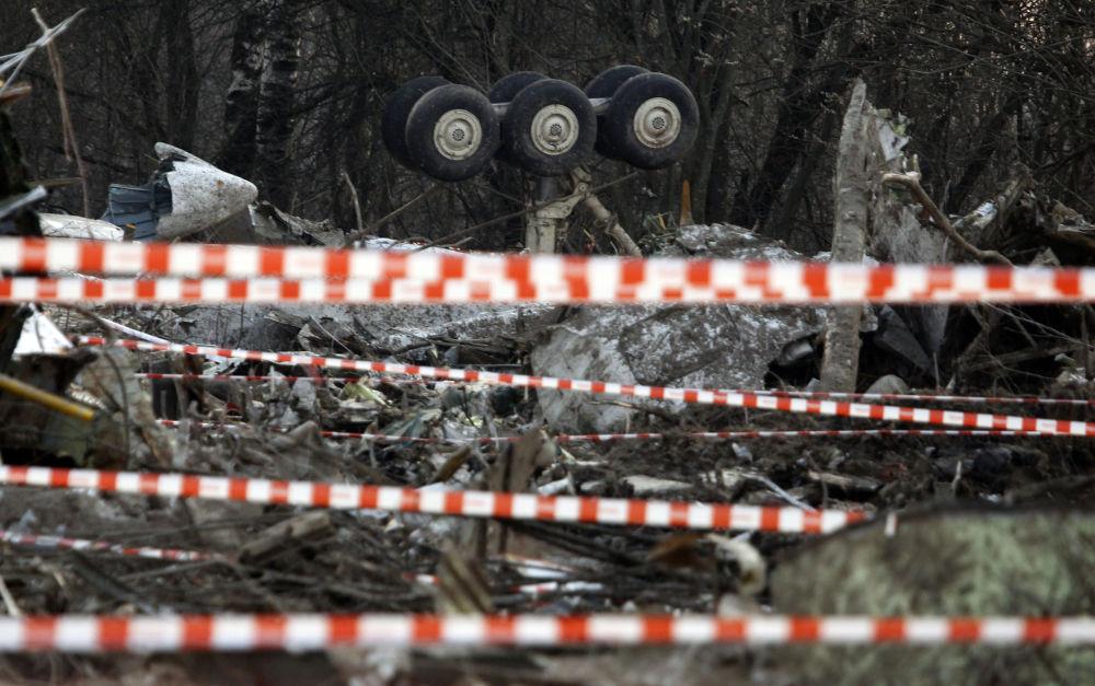 Il luogo dello schianto dell'areo presidenziale polacco Tupolev TU-154 nei pressi di Smolensk.