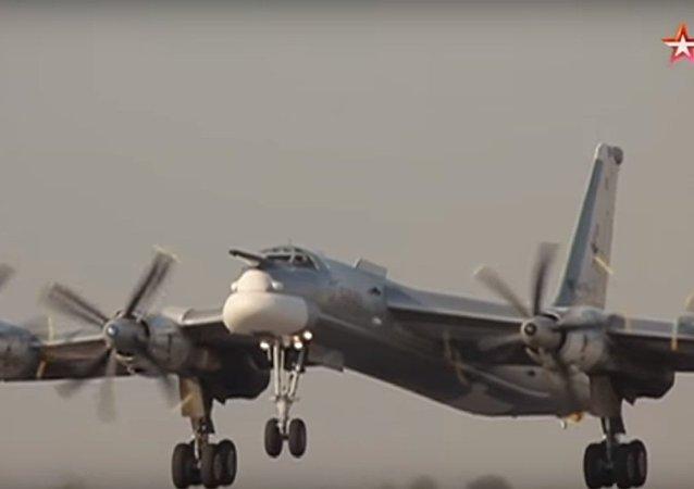 Tu-95 nei cieli di Tajikistan