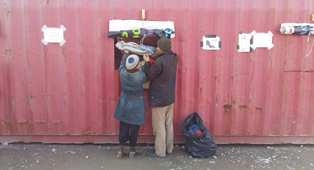 Migranti in un campo d'accoglienza