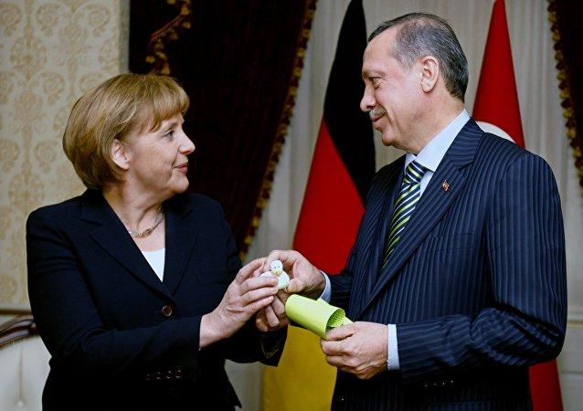 Angela Merkel e Recep Tayyip Erdogan (foto d'archivio)