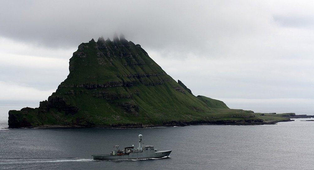 Danish navy at Tindhólmur