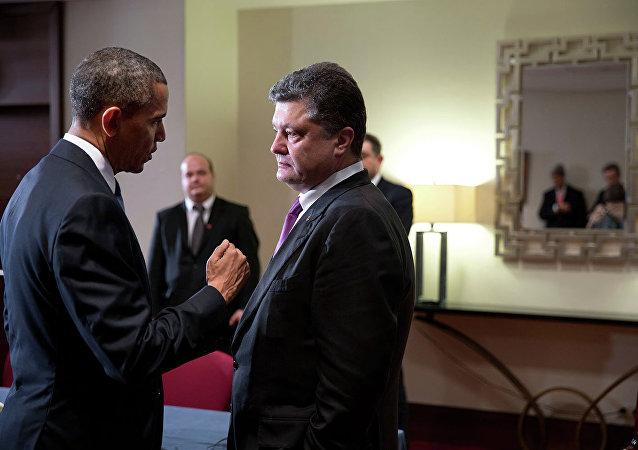 President Barack Obama talks with Ukrainian President  Petr Poroshenko