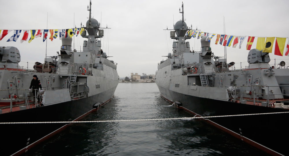 Le navi lanciamissili Zeleniy Dol e Serpukhov(a destra) a Sebastopoli.