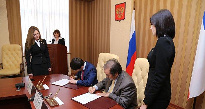 La firma del protocollo d'intesa tra le autorità della Crimea e la delegazione di imprenditori