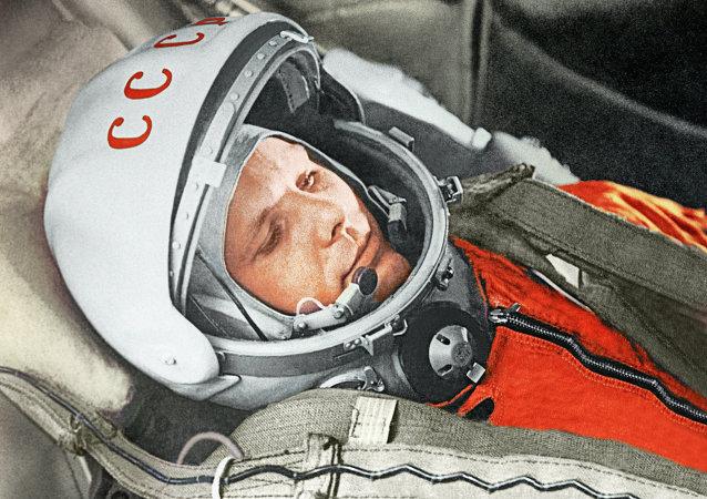 Yuri Gagarin a bordo della navicella Vostok-1 il 12 aprile 1961