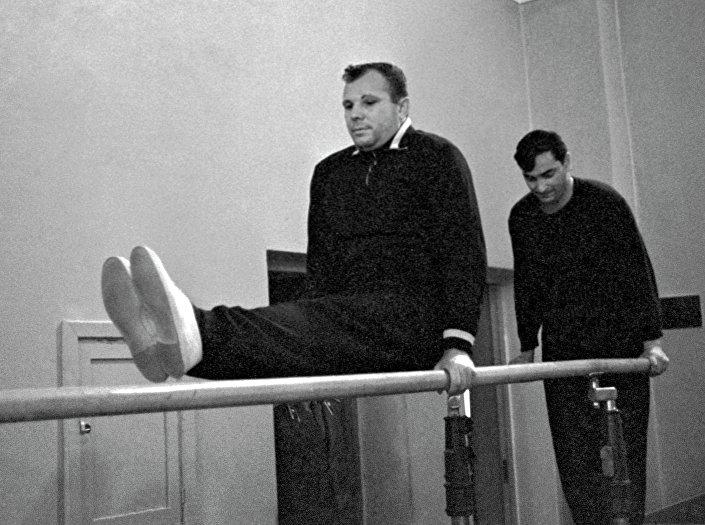 Cosmonauti Yuri Gagarin e Valery Bykovsky alla palestra