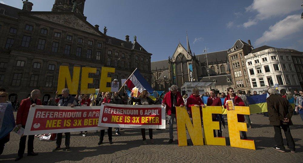 Le proteste durante il referendum in Olanda