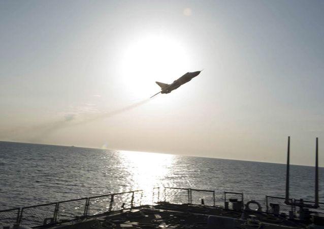 Caccia russo Su-24 sopra la nave militare USA Donald Cook nel Baltico